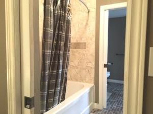 2 Vanities, 2 Toilets, Tub / Shower w/ Body Jets